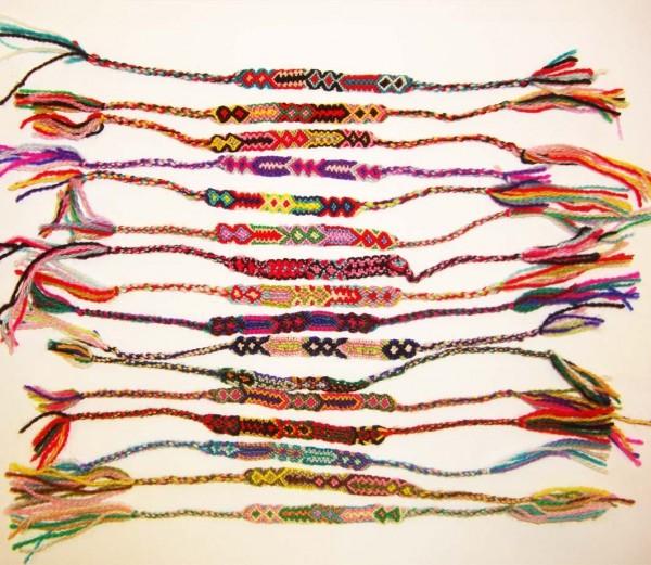 Für den Indianer-Event: 20 Freundschaftsarmbänder im Ethnomuster