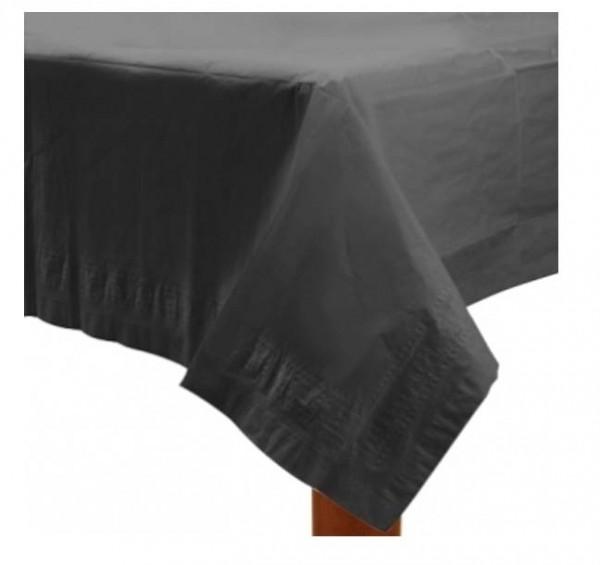Eine einfarbige schwarze Tischdecke passt zu vielen Themen