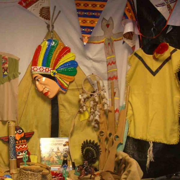 Indianer Verkleidungskiste in der Kunststoffbox zum Kauf